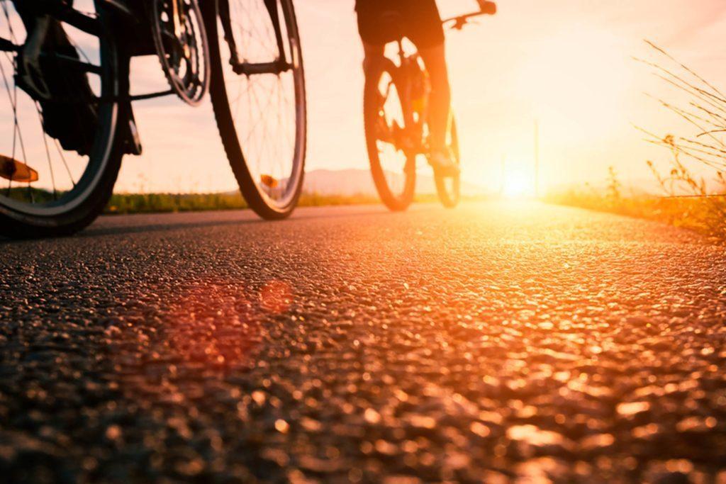 Les cyclistes de route n'ont besoin de personne d'autre pour se motiver et peuvent passer plusieurs heures en solo.