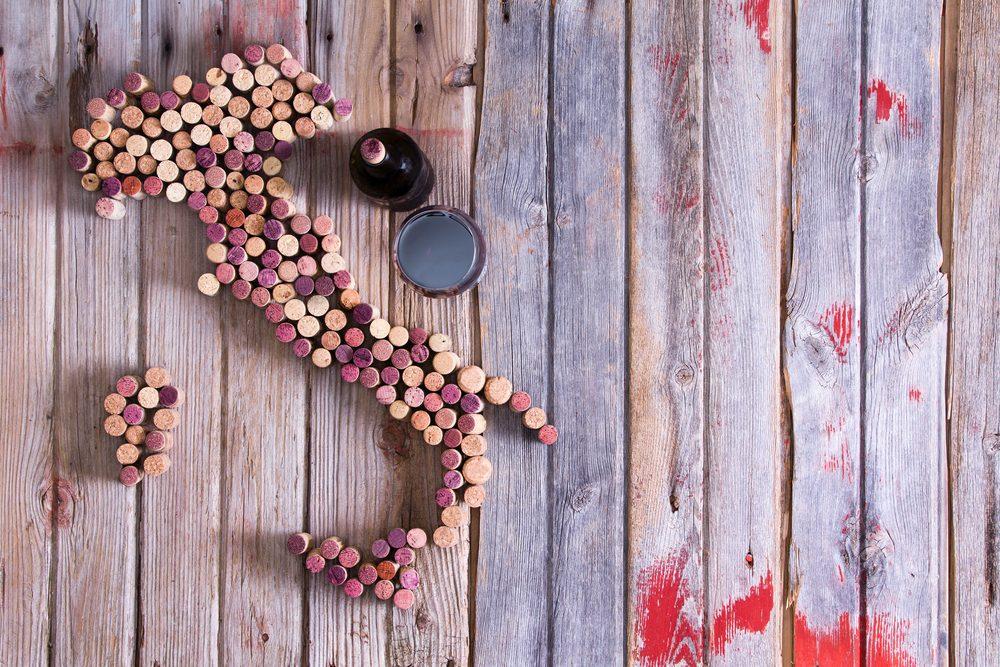 Le passé volcanique de la Sicile offre un sol riche en minéraux pour les producteurs, ce qui permet à de fins vins de voir le jour.