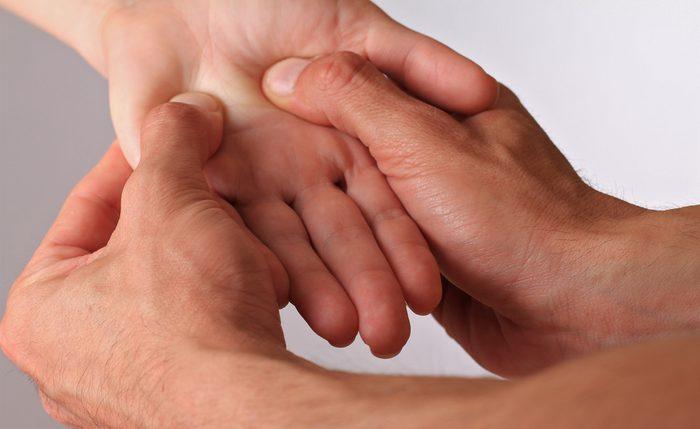 L'Union de la Vallée est un point de tension situé au creux de la main, au fond du pli entre le pouce et la paume.