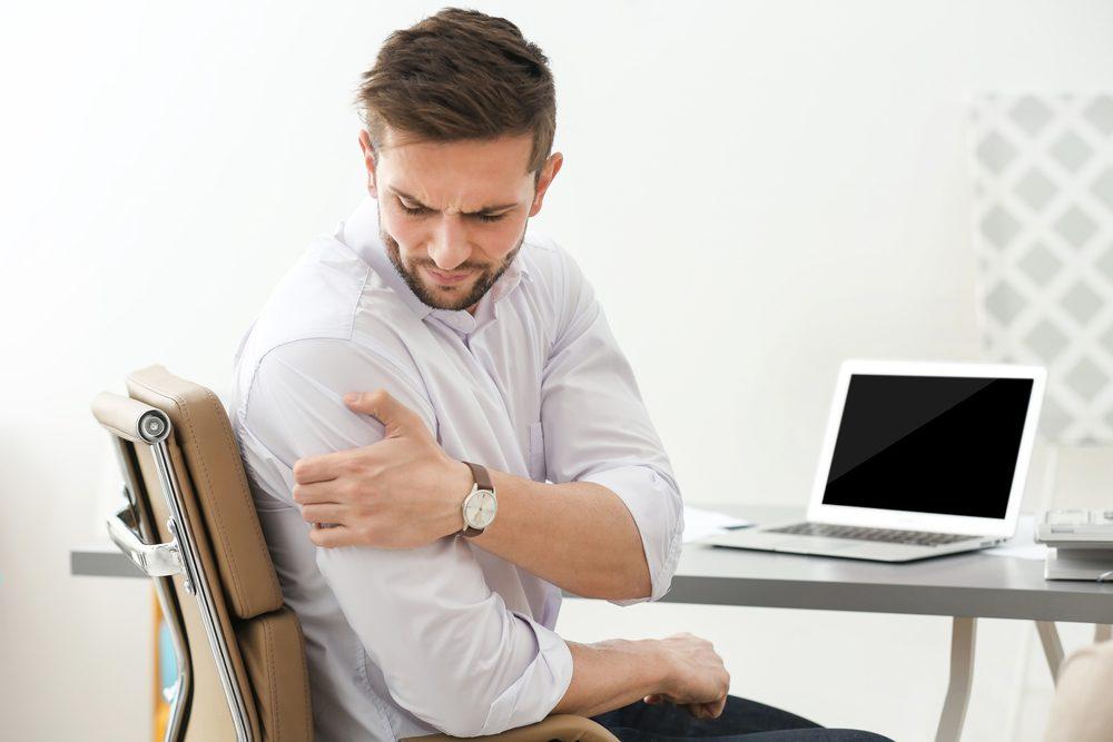 Les épaules sont un noeud d'émotions. Le point du creux de l'épaule se trouve sur le dessus de celle-ci, entre la bas du cou et le bout de l'épaule.