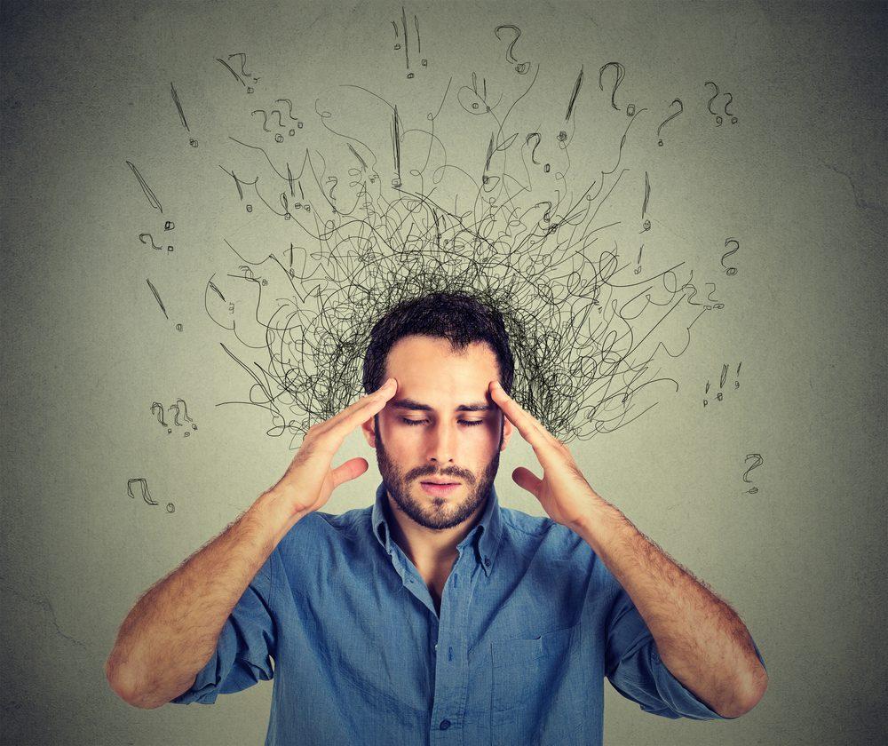 Établir un plan d'action étape par étape qui fonctionne pour soi et le répéter lorsqu'une crise surgit peut être une bonne solution pour calmer l'anxiété.