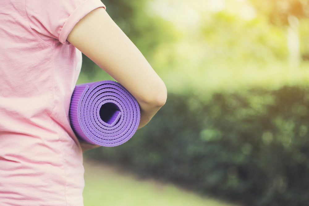 Un tapis de yoga en liège, en plus d'être écologique, est parfait pour la canicule puisqu'il est antidéparant et antimicrobien.