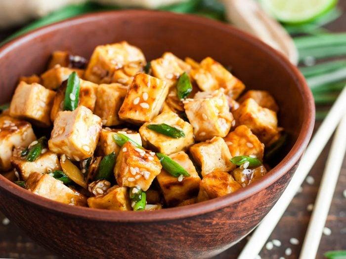 Aliment riche en fer: le tofu.