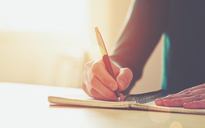 Bien-être: écrire dans un cahier d'inspiration.