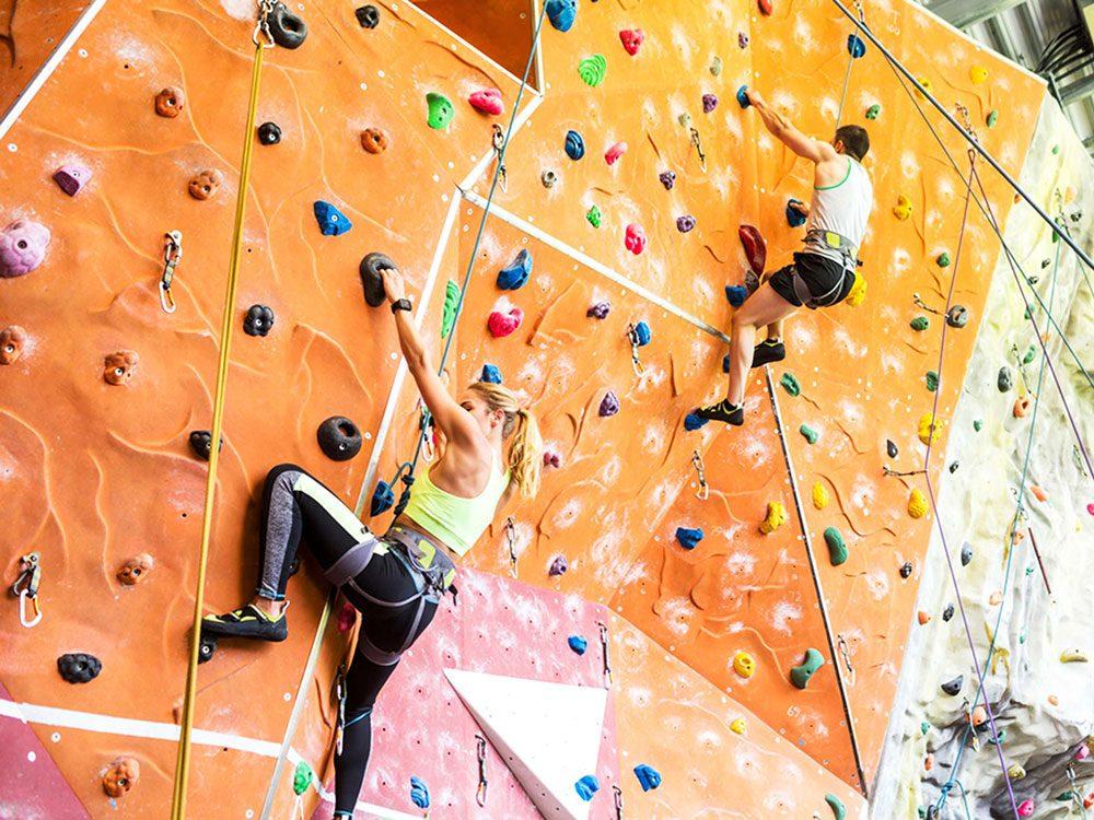 L'escalade est un excellent sport pour remplacer la course à pied et vous faire brûler beaucoup de calories.