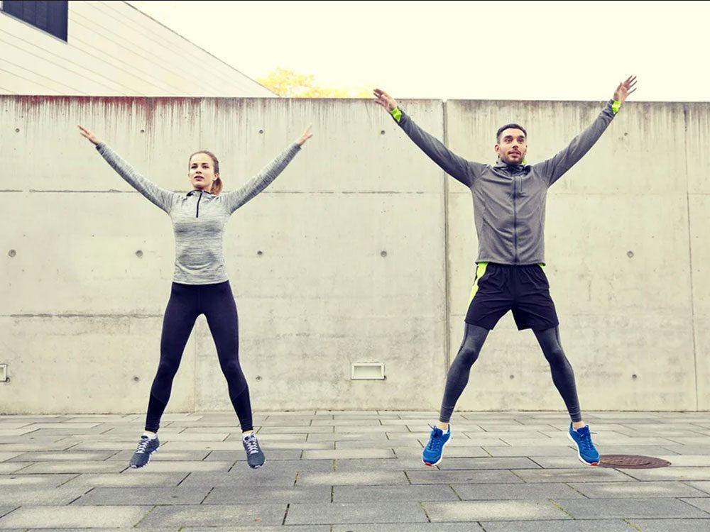 L'entraînement par intervalles à haute intensité (EIHI) peut vous faire brûler beaucoup de calories.