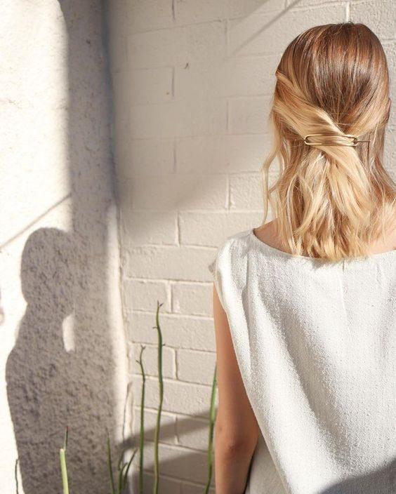 La simple torsade, une coiffure d'été jolie et rapide