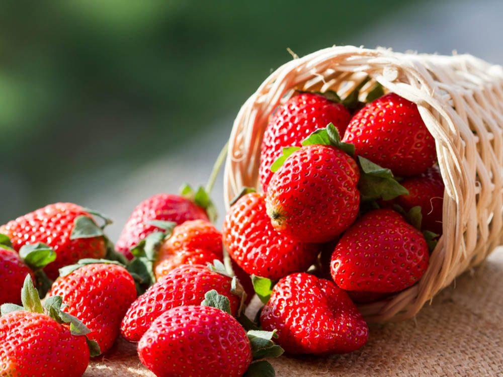 En cas de coup de soleil, les fraises seraient un bon remède.