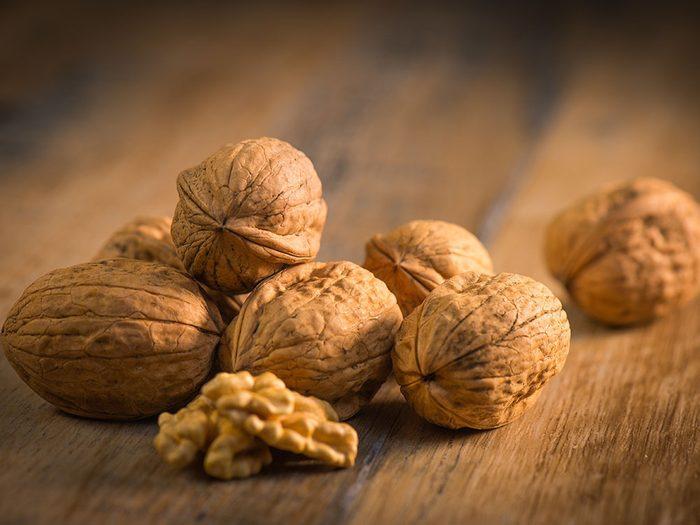 Réduisez le risque de coup de soleil en mangeant des noix de Grenoble.