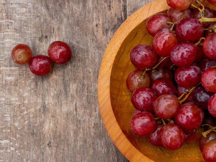 Protégez-vous du coup de soleil avec du raisin rouge.