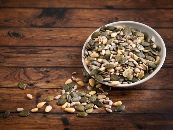 Protégez-vous du coup de soleil en consommant des graines de tournesol.