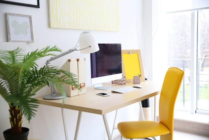 Épurer la maison et ranger l'espace de travail