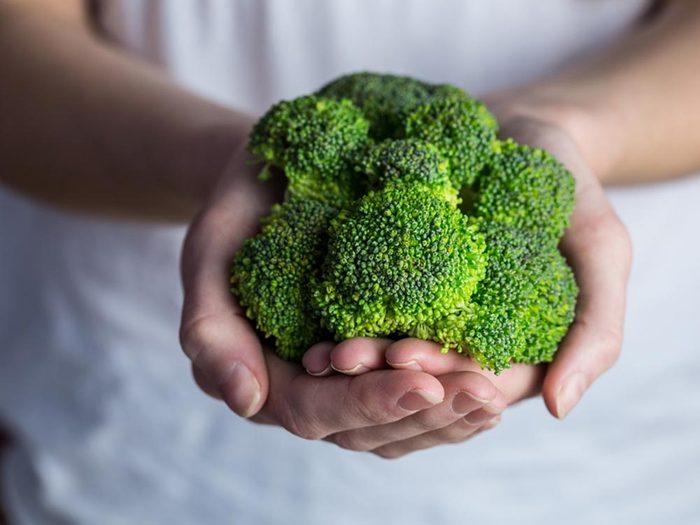 Erreur culinaire à éviter: mangez le brocoli cru.