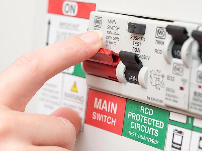 Inspectez les disjoncteurs de la maison
