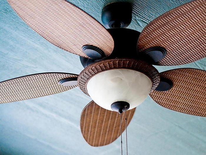 Installez un ventilateur au plafond de la maison