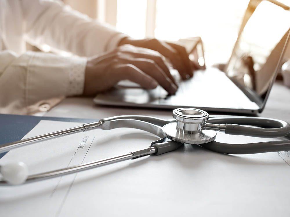 Demander l'avis de votre médecin avant de changer la posologie de vos médicaments.