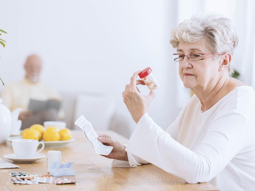 Selon votre âge, les médicaments peuvent vous rendre malade.