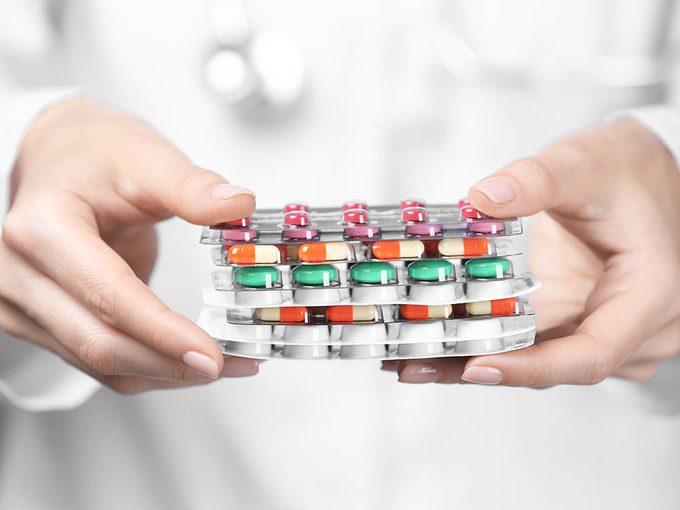 Vos médicaments peuvent vous rendre malade s'ils sont incompatibles avec vos médicaments sans ordonnance.