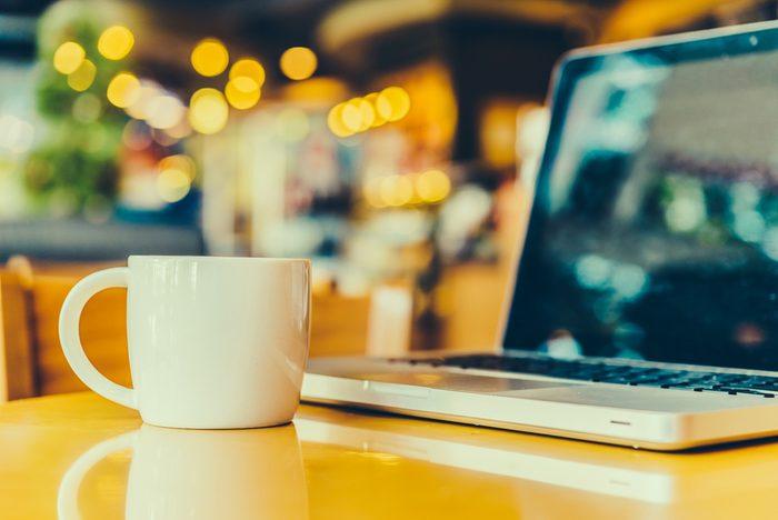 Renverser du café sur son clavier peut détruire un clavier.