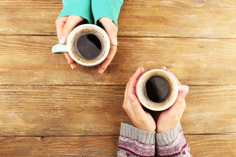 Boire du café peut donner mal au ventre.