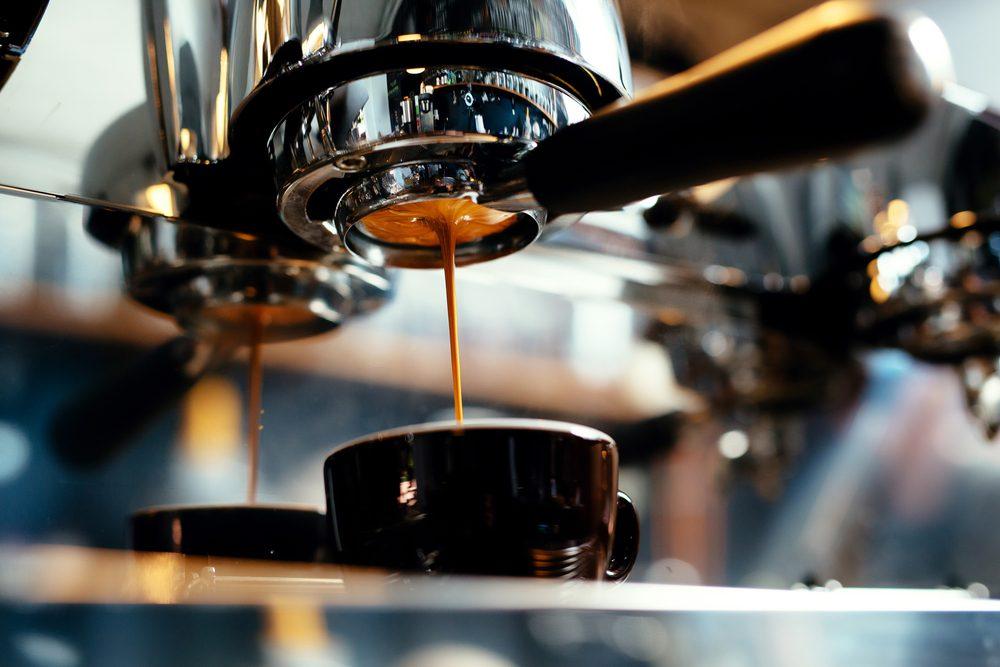 Boire du café peut provoquer des insomnies.