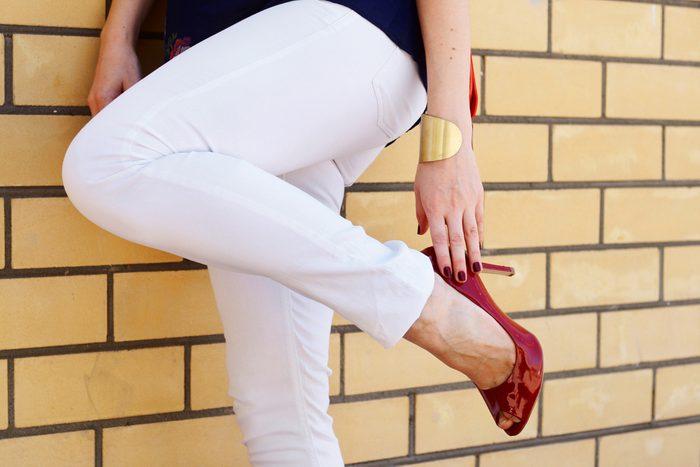 Des jeans blancs sont toujours très chics