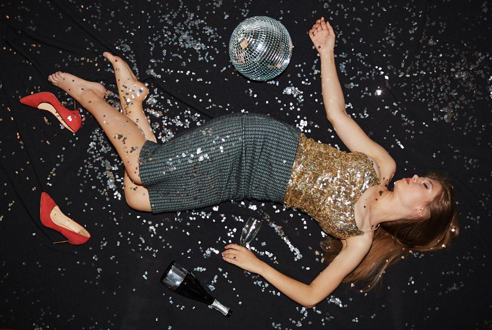 Картинки по запросу drunk girl on dance floor