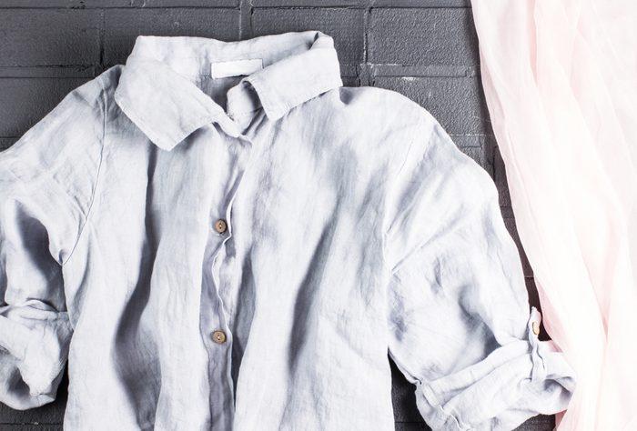 Opter pour des tissus légers et respirants tels que le coton et le lin.