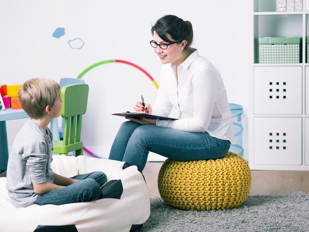Enfant atteint de TDAH: des traitements non médicamenteux existent.