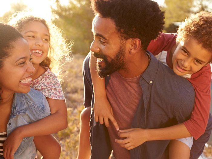 Traitement du TDAH: Avez-vous pensé à la conciliation entre prise de médicaments et vacances? Il faut savoir qu'un arrêt de la médication n'est pas toujours une bonne idée.