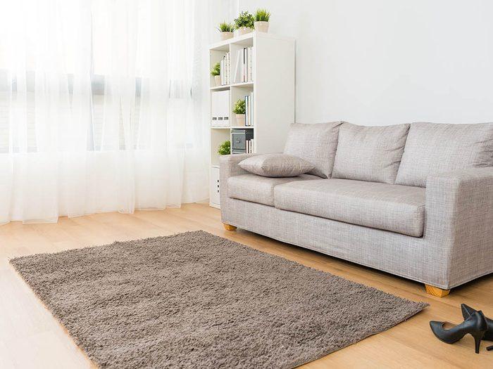 Utilisez le vinaigre pour restaurez un tapis.