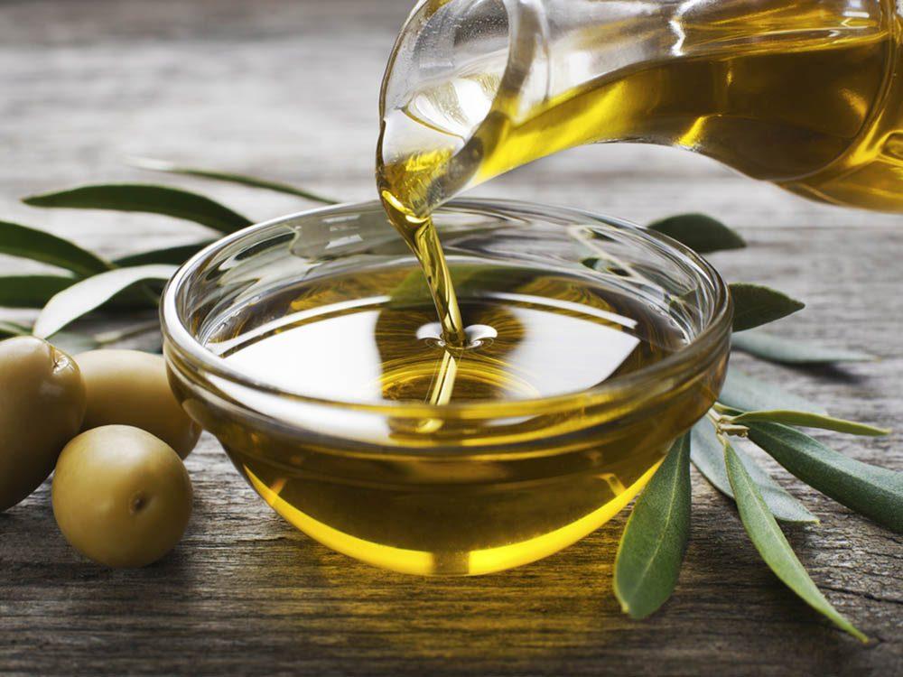 Servez vous du vinaigre pour éliminer les tâches d'huile dans la cuisine.