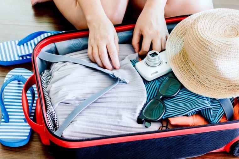 Les tracas associés au voyage — sans parler du décalage horaire — peuvent certainement déclencher des maux de tête.