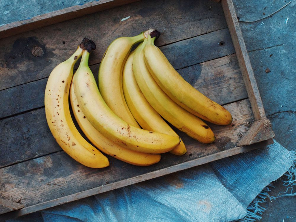Pour couper 100 calories par jour, mangez des fruits en collation.