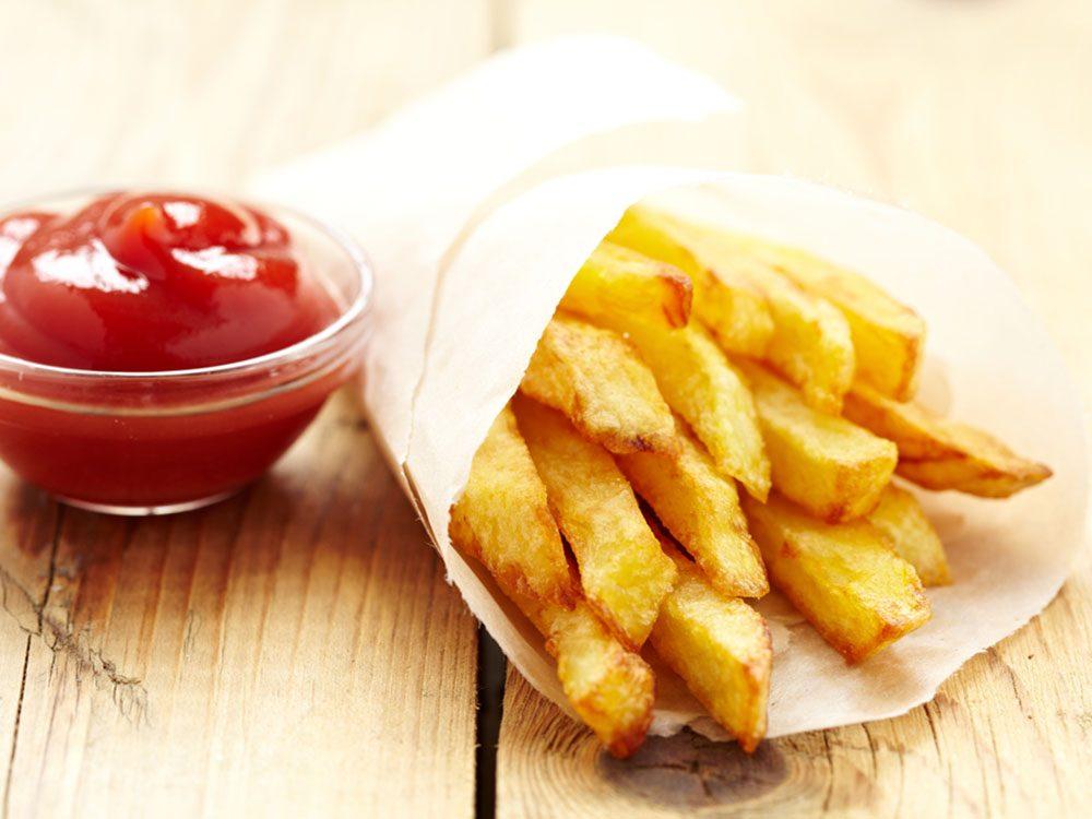 Pour couper 100 calories par jour, réduisez vos portions de frites.