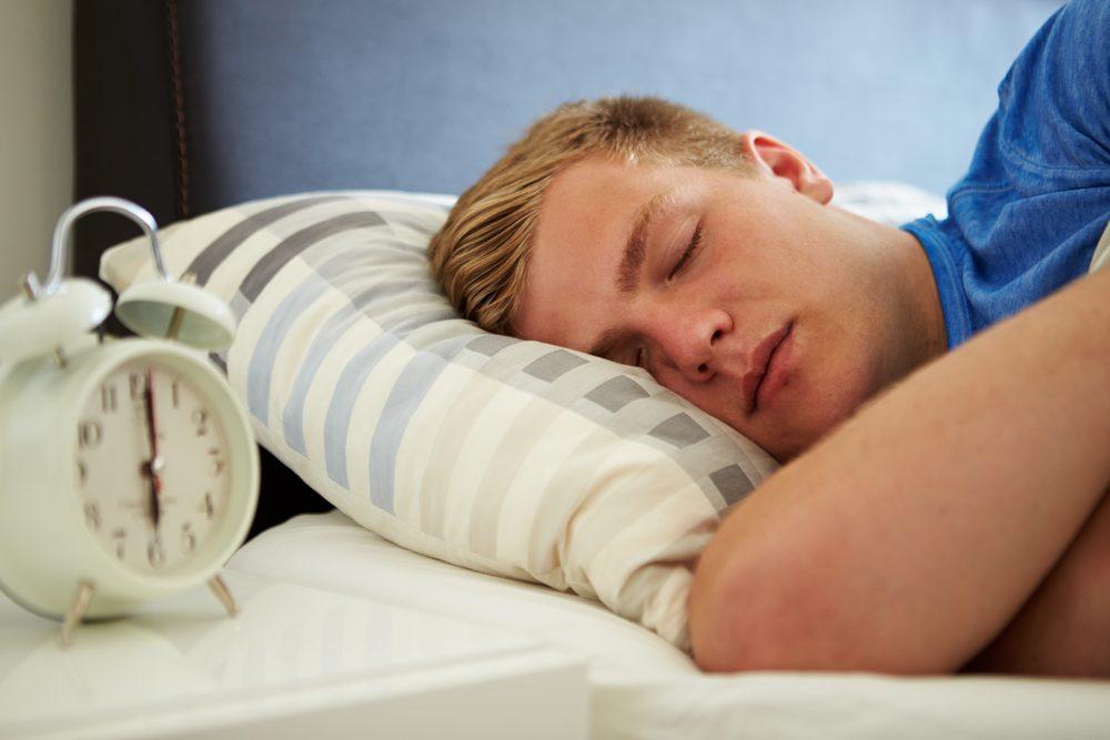 Le syndrome de Kleine-Levin se manifeste surtout chez les adolescents et est aussi appelé le Syndrome de la Belle au bois dormant.