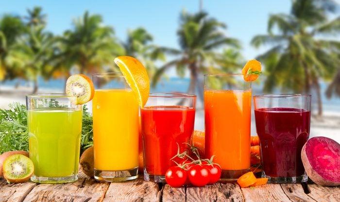 Privilégier l'eau plutôt que les boissons sucrées contre l'acidité gastrique