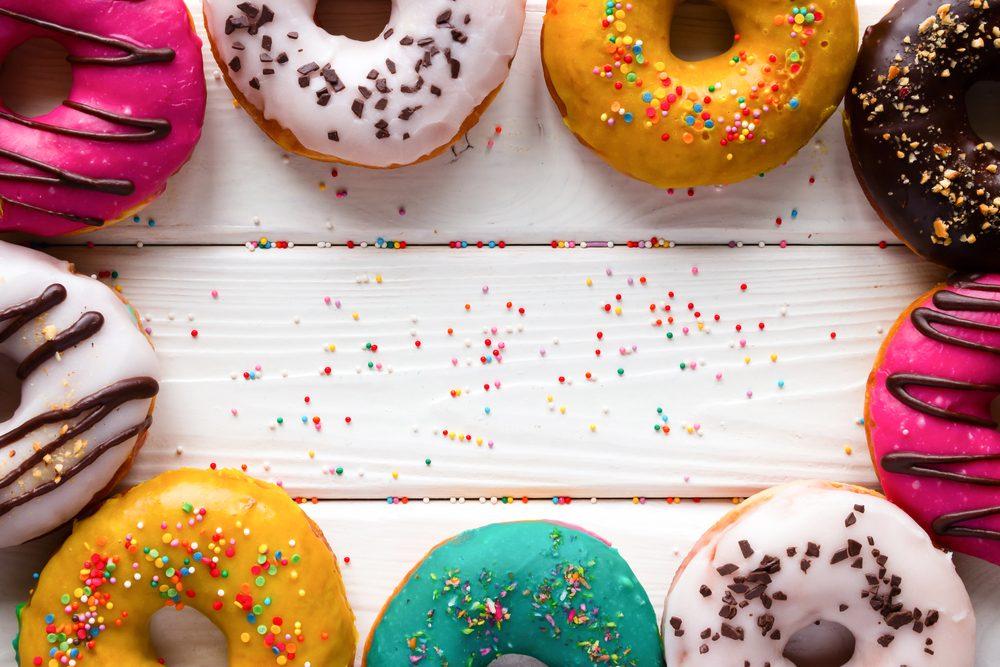 Les beignes sont faits de farines raffinées hyper glycémiques. Il sont remplis des pires ingrédients que vous pourriez donner à votre corps!