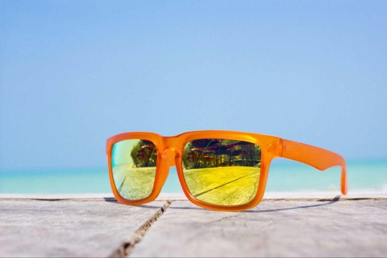 La lumière du soleil intense peut aussi déclencher des maux de tête chez certaines personnes.