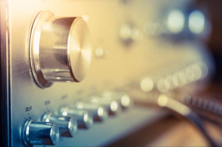 des cris et de la musique forte peuvent vous donner un mal de tête