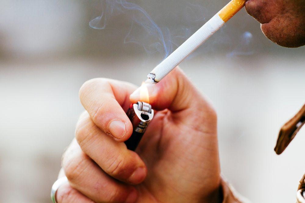 Et oui... le premier facture de risque lié au cancer de la vessie est la cigarette! Il faut également considérer les facteurs héréditaires et l'exposition à des produits chimiques.