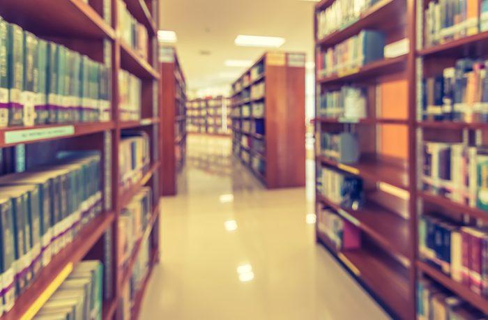 De vrais livres et des encyclopédies (même!)
