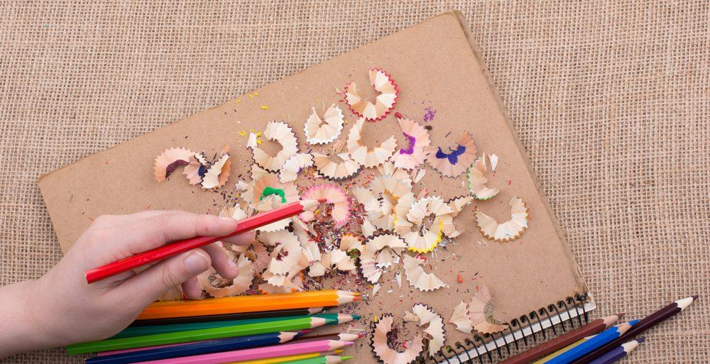 Gribouiller et colorer vous font exercer votre motricité fine.