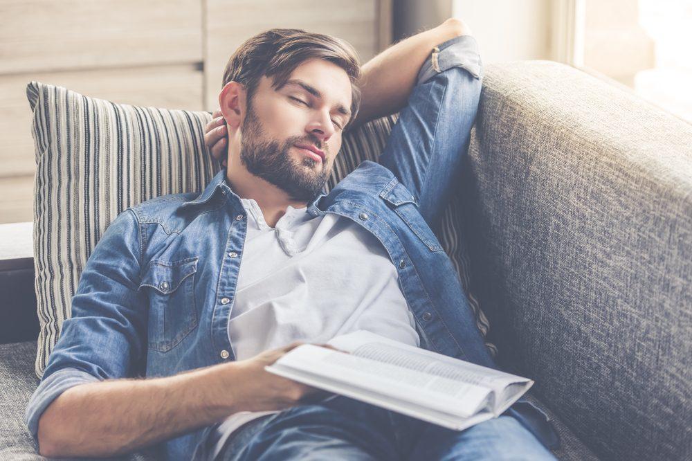 Un besoin trop grand de sommeil durant le jour peut être signe de somnolence diurne excessive.