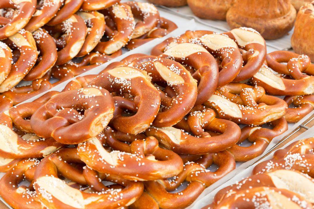 Les Bretzels sont faits de sucres simples et ne contiennent aucun nutriment qui soit bon pour la santé.