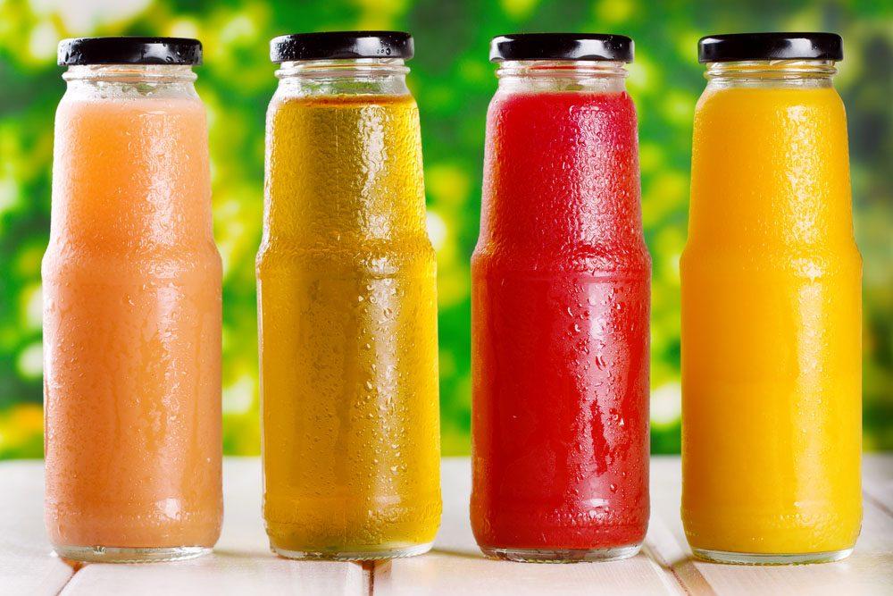 Le jus de fruits contient une grande quantité de calories et n'apportent pas les bénéfices nutritionnels des fruits et légumes frais.