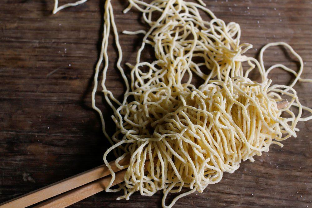 Les nouilles ramen sont remplies de sodium et de nitrate.