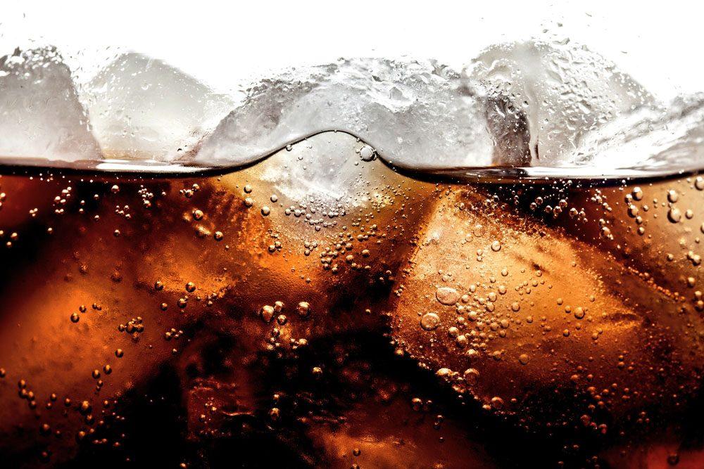 Le soda est si riche en sucres qu'il peut causer des symptômes directs comme des sautes d'humeur et des maux de tête.