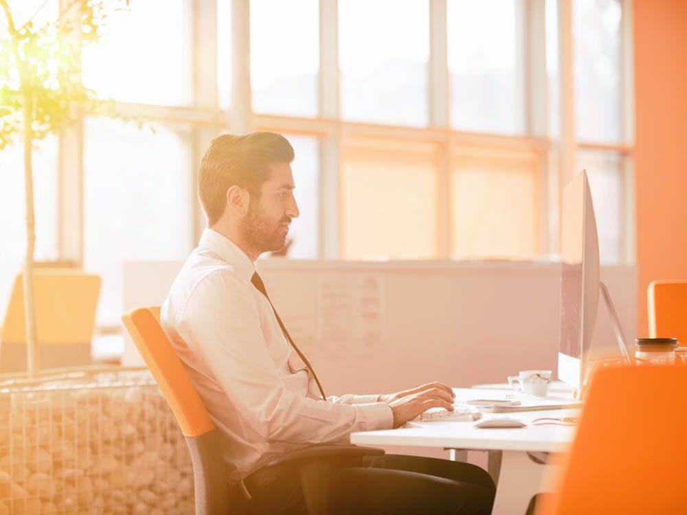 Graisse abdominale: passez moins de temps assis à votre bureau.