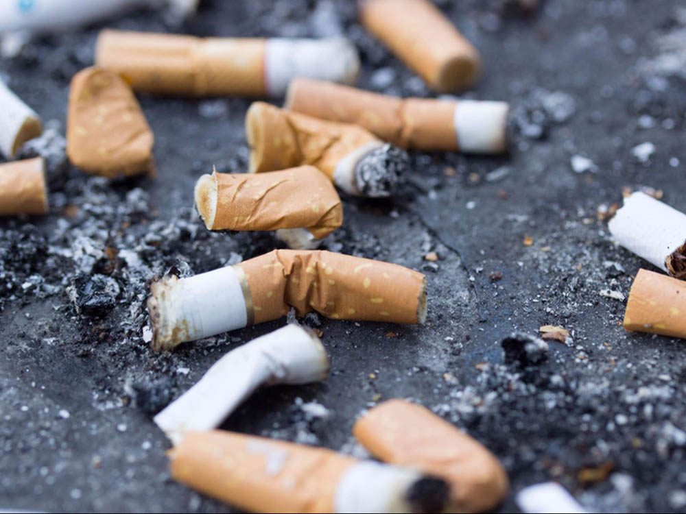 Mal de tête: arrêtez de fumer.